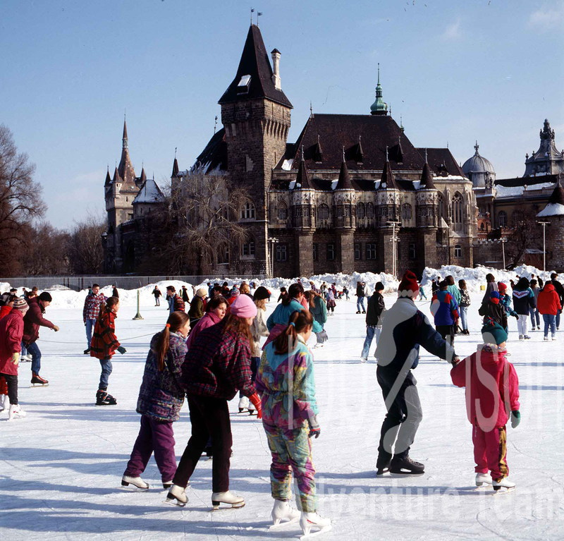 710-10-ice-skaters-at-the-budapest-city-park.jpg
